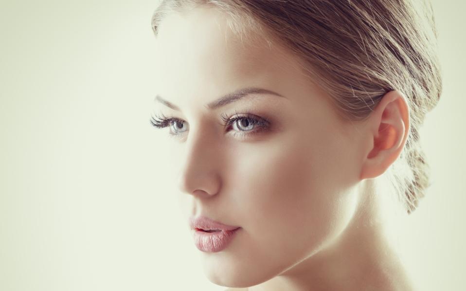 6 μυστικά των γυναικών με λαμπερή επιδερμίδα | Aromatisou